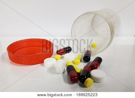 The medicine box contains capsules. The medicine box contains capsules.