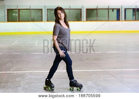 woman doing crossover on quad roller skates