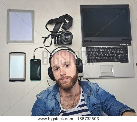 Bearded man with technological devices
