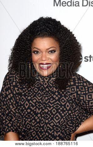 LOS ANGELES - MAY 21:  Yvette Nicole Brown at the 2017 ABC/Disney Media Distribution International Upfront at the Walt Disney Studios on May 21, 2017 in Burbank, CA