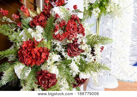 Decor arangement with red and white flowers