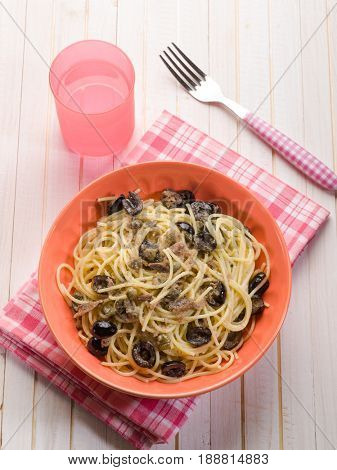 spaghetti with anchovies black olives crumb and capers