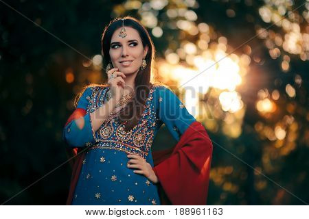 Fashion Woman Wearing Indian Costume and Jewelry Set