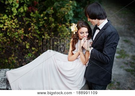 Amazing Wedding Photo  In Park
