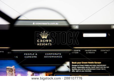Los Angeles, California, Usa - 5 March 2019: Crown Resorts Website Homepage. Crown Resorts Logo Visi
