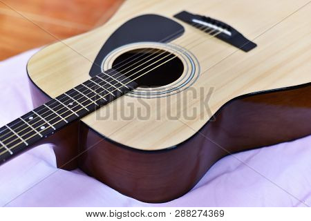Acoustic Guitar / Close Up Of Guitar Musical Instrument Tone Vintage Style Classic