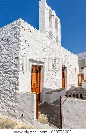 Sifnos, Greece - September 11, 2018: White Church In Apollonia, The Capital Of Sifnos. Cyclades, Gre