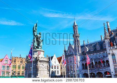 Bruges, Belgium - April 10, 2016: Statues Of Jan Breydel And Pieter De Coninck At Grote Markt In Bru