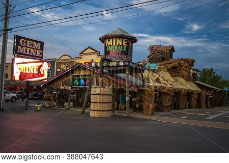 Pigeon Forge, Tennessee, Usa - August 13, 2020: Exterior Of The Pigeon Forge Gem Mine In The Tourist