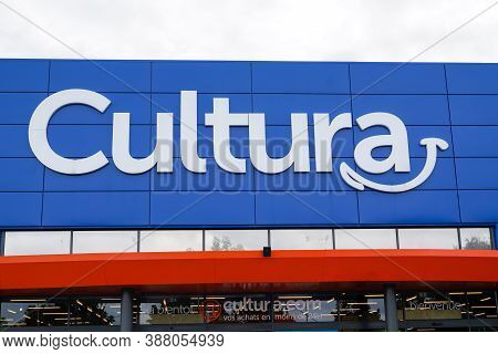 Bordeaux , Aquitaine / France - 10 01 2020 : Cultura Text Sign And Logo Front Of Cultural Shop On Bu