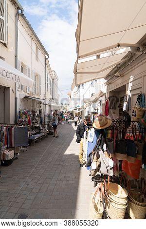 Saint Martin En Re - Ile De Re  Nouvelle Aquitaine / France - 05 03 2019 : Main Street At Saint Mart