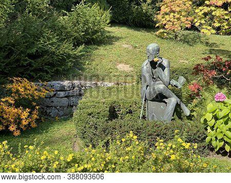 Park At The Cemetery Fluntern Or Graveyard / Der Friedhof Fluntern, Zürichberg (zuerichberg) Distric