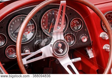 Toronto, Canada - 08 18 2018: Dials And Knobs On Front Panel Of 1966 Chevrolet Corvette Sting Ray Ol