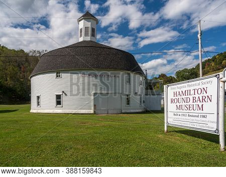 Mannington Wv - 3 October 2020: Well Preserved White Wooden Round Barn With Cupola In Mannington, We