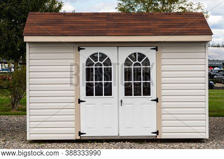 White Shed Garden Shed White Wooden Outdoors Beautiful Door Summer