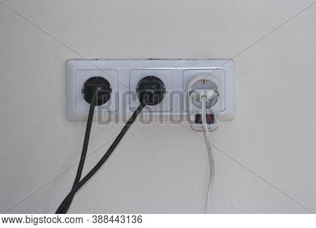 220 Volt Power Socket And Cable