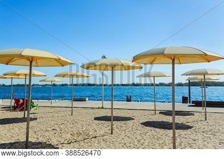 Toronto, Ontario, Canada, Fragment Of View Of Inviting Beautiful Sugar Beach At Lake Ontario On Autu