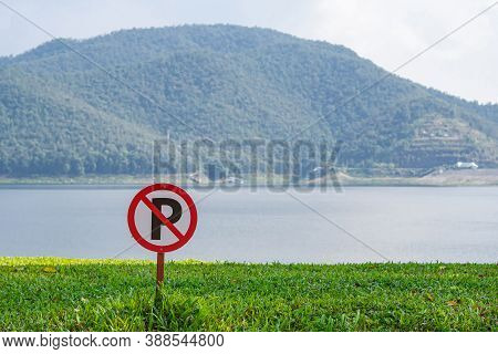 No Parking Sign With Mountains Background At The Mae Ngat Dam And Reservoir Is Part Of The Sri Lanna