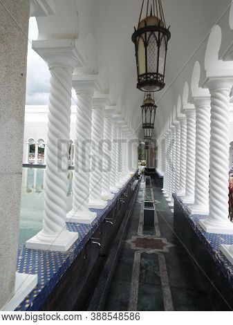 Bandar Seri Begawan, Brunei, January 25, 2017: Lamps In One Of The Corridors Of The Ablution Area Of