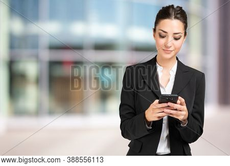 Business woman using her cell phone