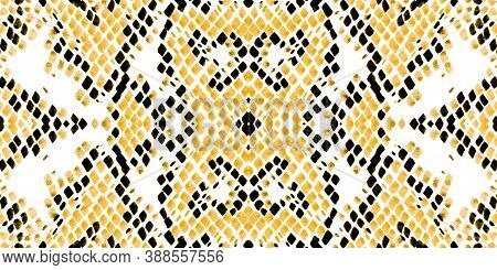 Seamless Cobra Pattern. Serpent Or Phyton Wild Surface. Rugged Exotic Wallpaper. Yellow And Gold Bor