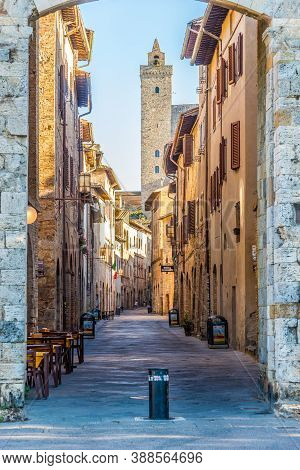 San Gimignano,italy - September 6,2020 - In The Streets Of San Gimignano.san Gimignano Is A Small Wa