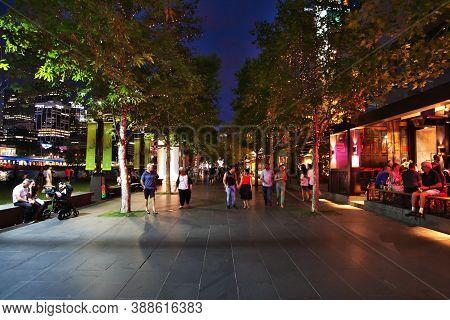 Melbourne, Australia - 28 Dec 2018: Evening On The Waterfront In Melbourne, Australia