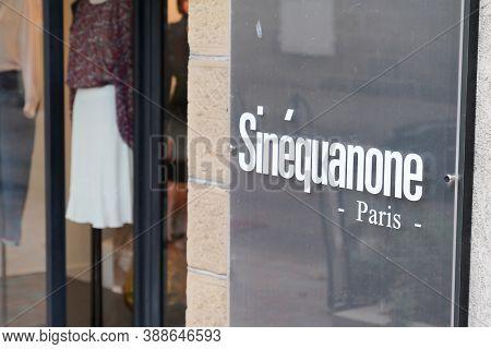 Bordeaux , Aquitaine / France - 10 01 2020 : Sinequanone Paris Logo And Text Sign On Windows Shop Lu