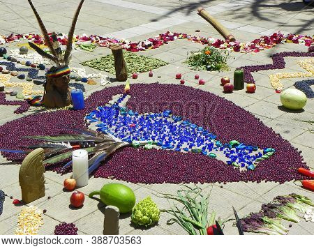 Cuenca, Ecuador-may 18,2015: Andean Cross, Chacana (chakana) Or Ceremony In Homage To Pachamama (mot