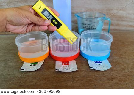 The Man Calibrate Ph Meter Before Use It For Tester