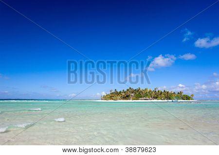 Idyllic tropical island in French Polynesia