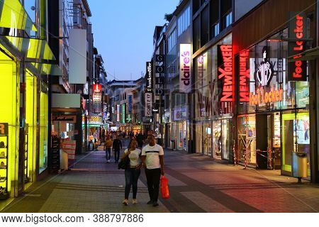 Cologne, Germany - September 21, 2020: People Shop In Cologne, Germany. Cologne Is The 4th Most Popu
