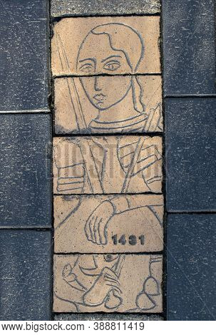 Doncaster,yorkshire, England - October 7, 2020. Doncaster Pavement Details Showing A Woman Face And