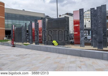 Doncaster,yorkshire, England - October 7, 2020. Worker Near Statues That Are Being Built Near Doncas