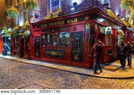 Dublin, Ireland- 08 November 2015: Nightlife At Popular Historical Part Of The City - Temple Bar Qua