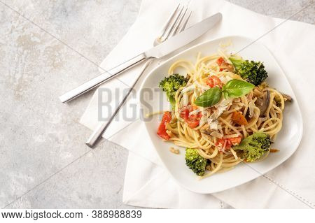 Spaghetti With Tomatoes, Broccoli, Bell Pepper, Eggplant And Herb Garnish, Healthy Vegetarian Pasta