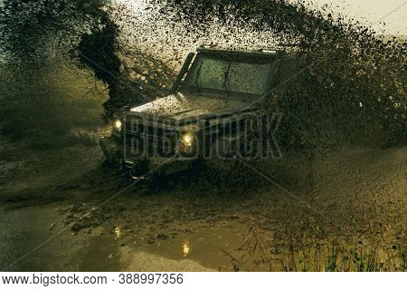 Off-road 4x4 Concept. Offroad Car On Bad Road. Water Splash In Off Road Racing. Motion The Wheels Ti