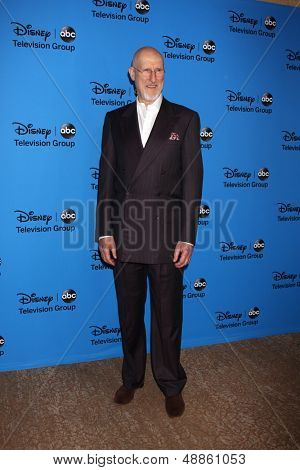 LOS ANGELES - AUG 4:  James Cromwell arrives at the ABC Summer 2013 TCA Party at the Beverly Hilton Hotel on August 4, 2013 in Beverly Hills, CA
