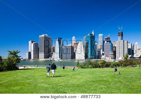 Brooklyn, Nyc - Manhattan From Brooklyn Bridge Park