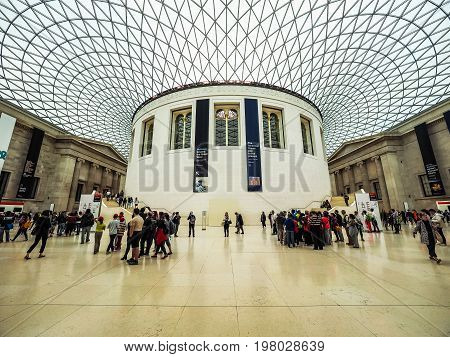 Tourists At British Museum In London (hdr)