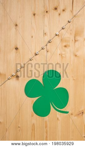 The german word for success and an arrow and a cloverleaf on a cord