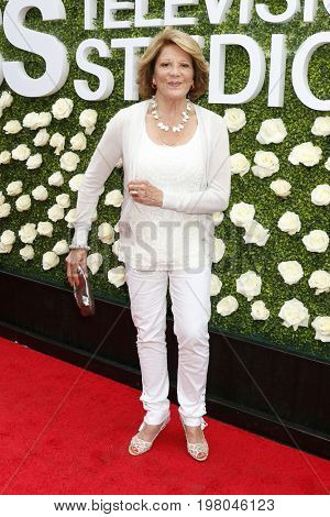 LOS ANGELES - AUG 1:  Linda Lavin at the CBS TV Studios Summer Soiree TCA Party 2017 at the CBS Studio Center on August 1, 2017 in Studio City, CA