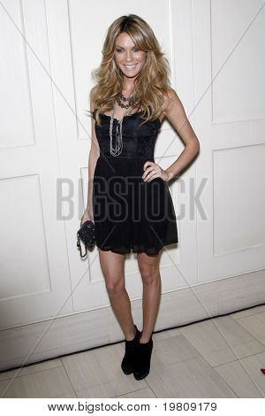 LOS ANGELES - APR 13:  Jasmine Dustin arriving at the Kimberly Snyder Book Party For