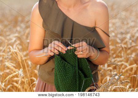Pretty Woman Knitting Needles  On Summer
