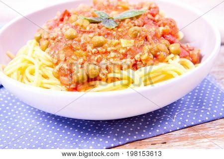 Gluten-free Spaghetti bolognese with pea (corn and rice pasta)