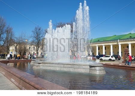 SAINT-PETERSBURG, RUSSIA - MAY 01, 2017: View of the city fountain near Gostiny Dvor on a sunny May day. Kronstadt