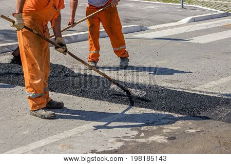 City Crew Install A New Speed Bump 3