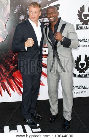 HOLLYWOOD, CA. - 3 AUG: Dolph Lundgren (L) en Terry Crews (R) komen in The Expendables Los Angeles