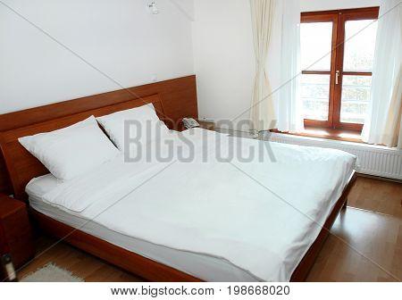 Sleeping bad in small, economic modern room