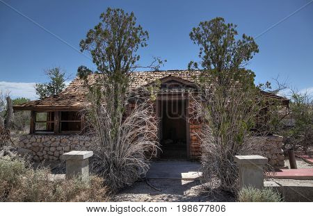 Ruins of an abandoned house in the Calif desert.